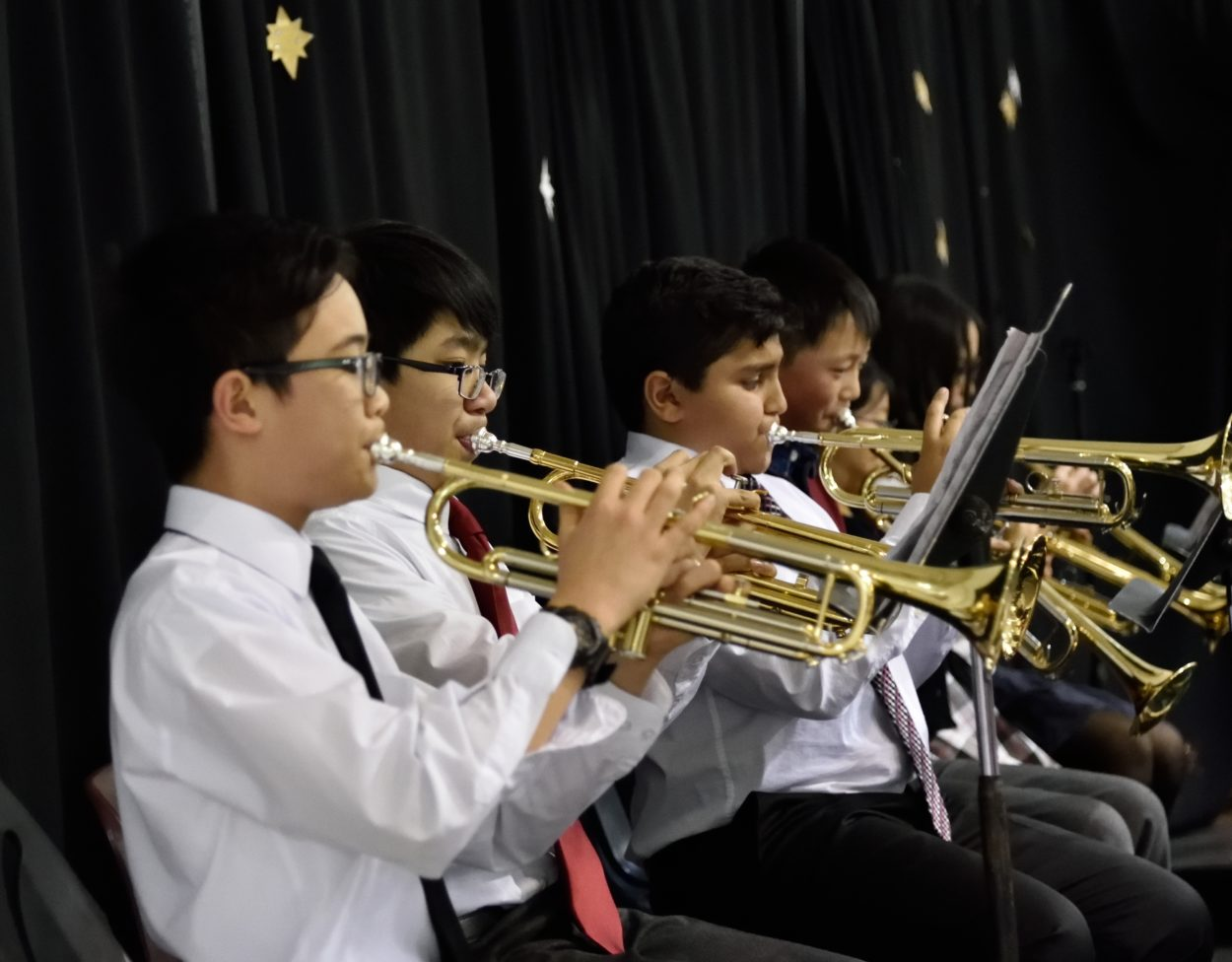 Middle School in Christmas Concert